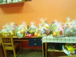 Připravené balíčky s nadílkou pro potřebné. Foto: pražská potravinová banka